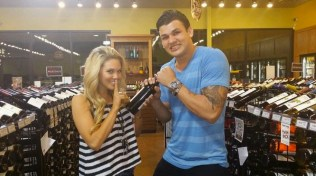 Big Brother 2014 Spoilers - Aaryn and Jeremy with wine