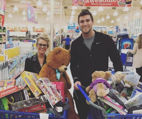 Nicole & Corey shopping for gifts