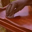 Как провести чистку лакированной поверхности?