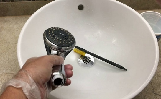 Cleaning the Filter Screen