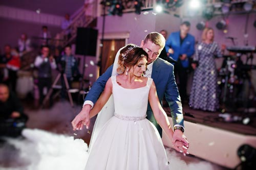 bride and groom slow dancing - Wedding Limos