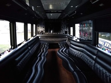 bus 41 interior 6 - 26 Passenger<br>550 Party Bus</br>Limo #41