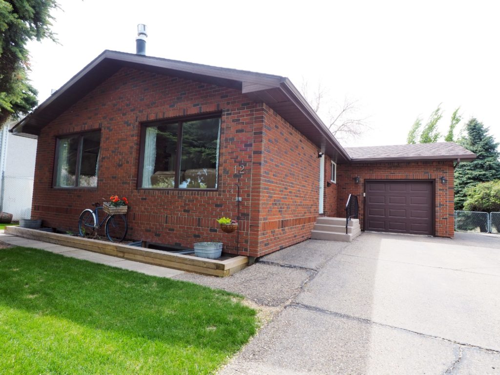 12 Malcolm Cres for sale