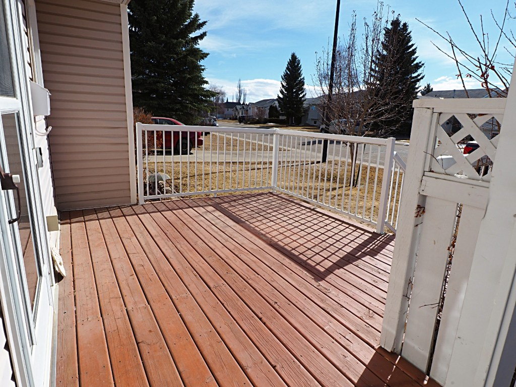 66 Excell Street front deck