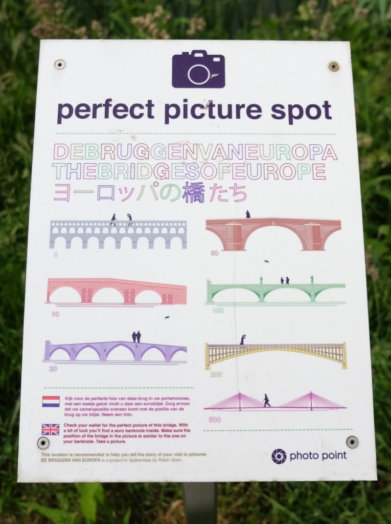 The Euro banknote bridges - the perfect picture spot sign found next to each bridge