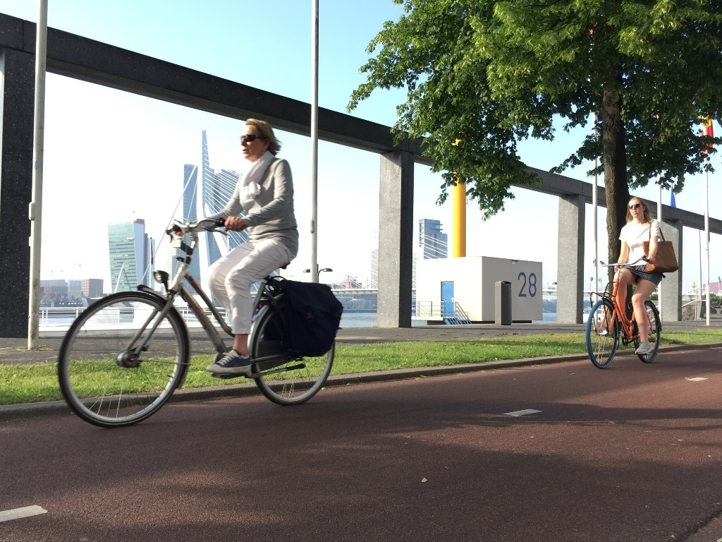 Top cycling cities - bikers commuting alongside the Nieuwe Maas river