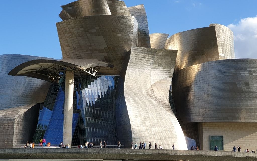 Bilbao walking tour along the river to the Guggenheim