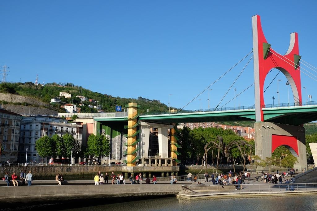 Puente de la Salve bridge and spider sculpture