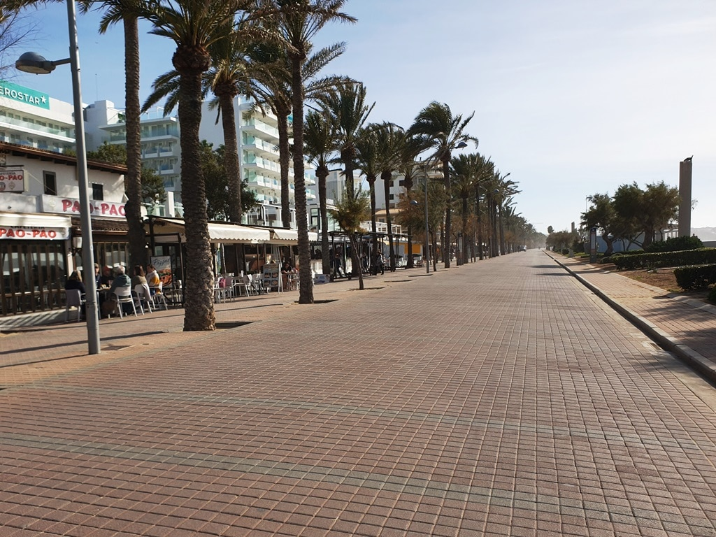 The Les Meravelles Esplanade and many restaurants