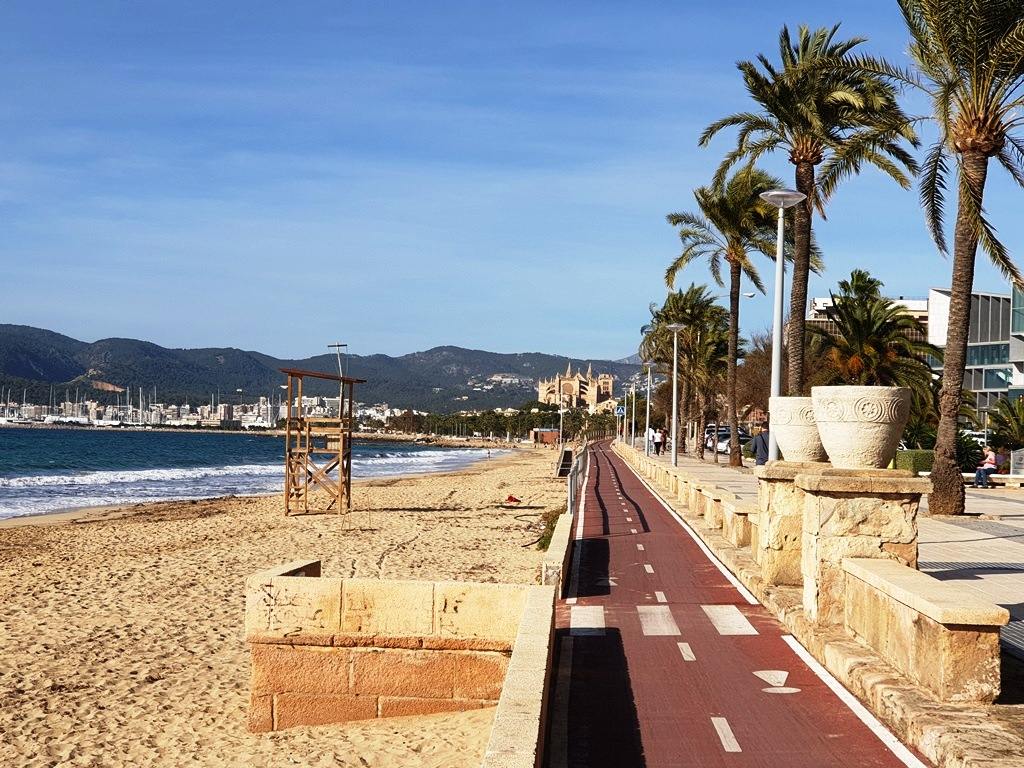 Palma Cathedral at the end of the bike path