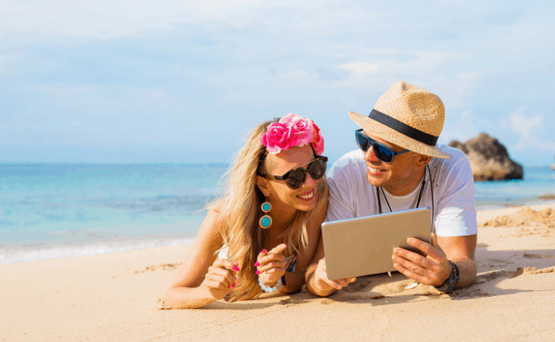 Woman-men-beach-ipad-summer-marketing-ideas