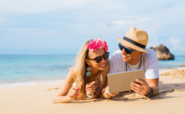 Woman-men-beach-ipad-summer-marketing-ideas