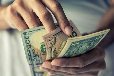 Ile pieniędzy zabrać na wyjazd za granicę?