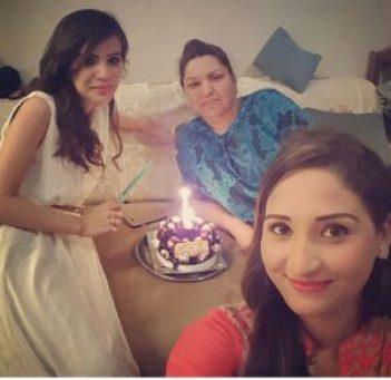 Azra Fallah  mother and sister
