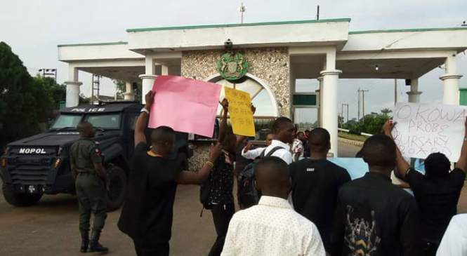 BREAKING!: Police In Delta Government House Fires Teargas At Student Protesters