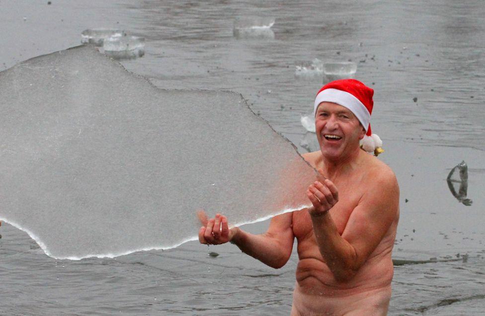 ice swim freezing water polar bear 9 20111230 Зимние купания