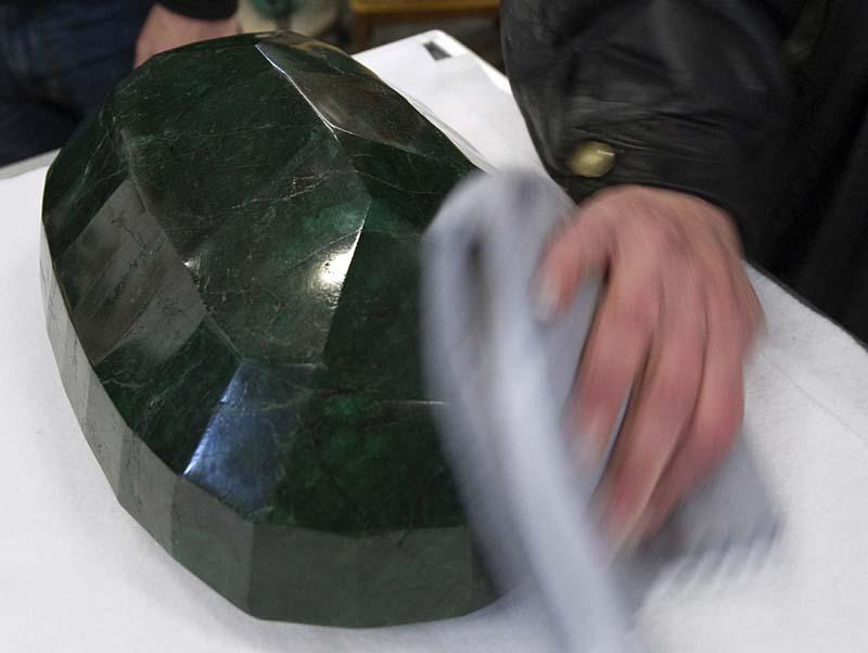 0aaf9371 Самый большой в мире изумруд размером с арбуз больше не продается