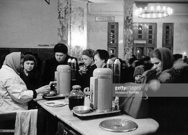 Ешь ананасы, рябчиков жуй: как отдыхали в советских и американских ресторанах по разные стороны «железного занавеса» в 60-е годы царит, 1960е, американских, советских, Ресторанная, музыкантыОдна, рестораны, выглядели, МоскваВот, «Прага», годыРесторан, столовых, московских, известные, писатели, «полюсах», многие, дебютировали, место, литераторов