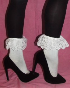 kawaii-lace-white-frilly-vintage-socks