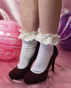 fairy-kei-shimmer-gold-white-lace-frilly-socks