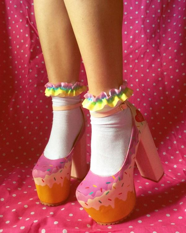 pastel-rainbow-kawaii-frilly-socks
