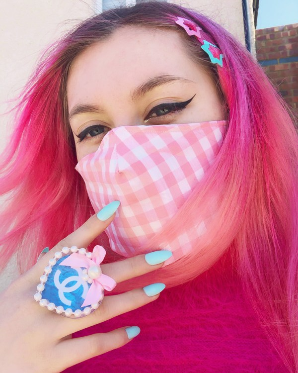 big-pink-boutique-cute-kawaii-gingham-face-mask