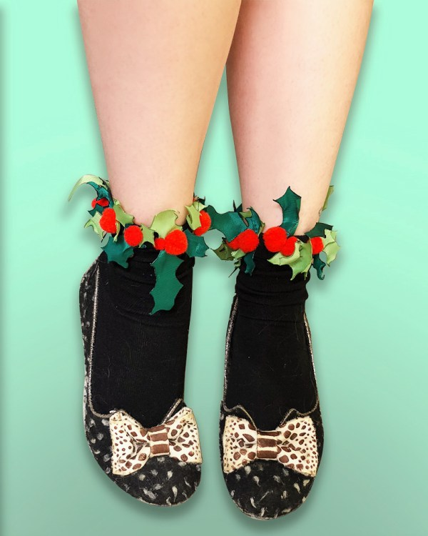 christmas holly berry leaf leaves green red festive xmas socks