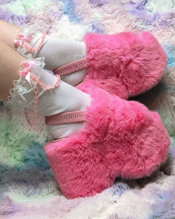kawaii-iridescent-lace-white-and-pink-chain-bows-y2k-pastel-ankle-socks