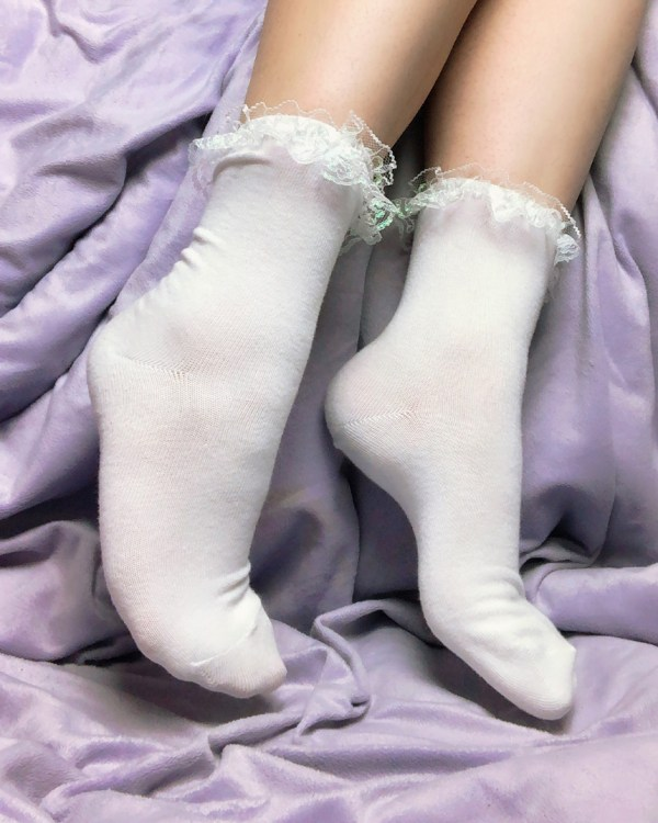 white-cute-socks-iridescent-frilly-lace-kawaii-fairy-kei-socks