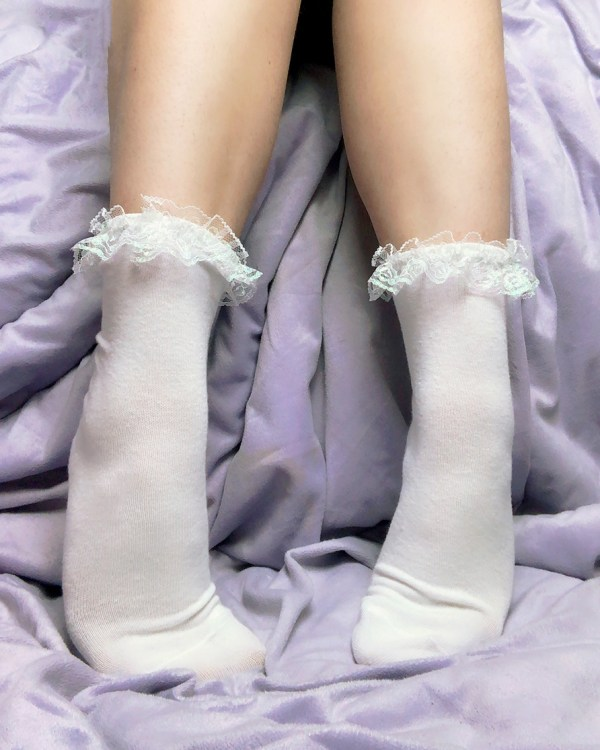 white-cute-socks-iridescent-frilly-lace-kawaii-socks