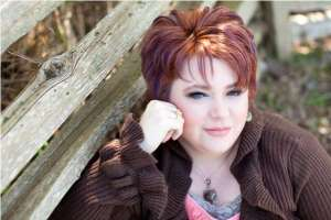 Author and Psychic Medium, Kristy Robinett. Image from www.kristyrobinett.com