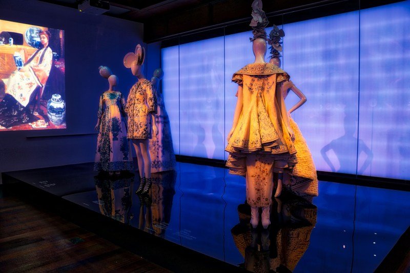 Met_Museum_China_Custom_LEDLightbox