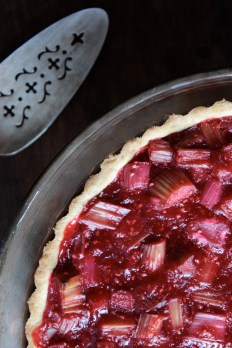 Gluten-Free Raspberry Rhubarb and Almond Tart https://bigsislittledish.wordpress.com/2013/06/13/raspberry-rhubarb-and-almond-tart-gluten-free-or-not/