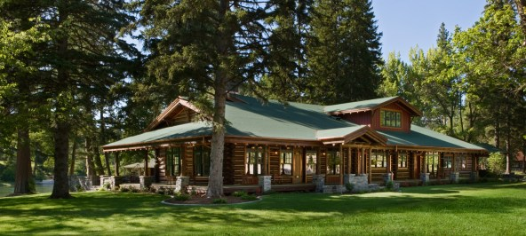 The historic Evans cabin, named for Copper King Lewis Orvis Evans, was part of the original 1880s homestead at Kootenai Lodge. Just steps from Swan Lake, it has been restored with careful attention to traditional details.