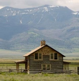 Anderson House, one of the original ranch homesteads, speaks to days gone by and affords guests million dollar views, clear glimpses of the mountains and night skies, and the sonic vocalizations of coyotes.