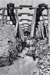 The English Mine was a meandering structure of wooden trestles, tramways, flumes and sluices. High-pressure water jets eroded away weathered sections of rock and clay. The resulting magma, or mud, passed through a series of sluice boxes.