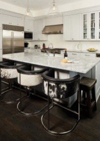 Lohss tends to keep the cabinetry clean and simple in modern homes. Photo courtesy Shelter Interiors