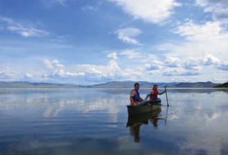Students exploring Upper Red Rock Lake, part of the largest wetland network in the Greater Yellowstone Ecosystem. Centennial Valley is home to the headwaters of the Missouri River watershed. Photography courtesy Taft-Nicholson Center