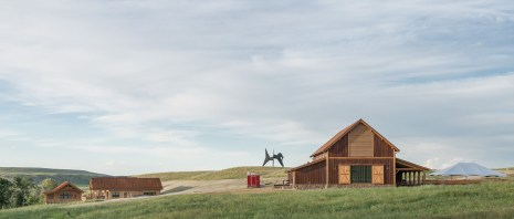 The Olivier Barn is an acoustically sophisticated performance space presented within a structure that suits the history and landscape of the location.