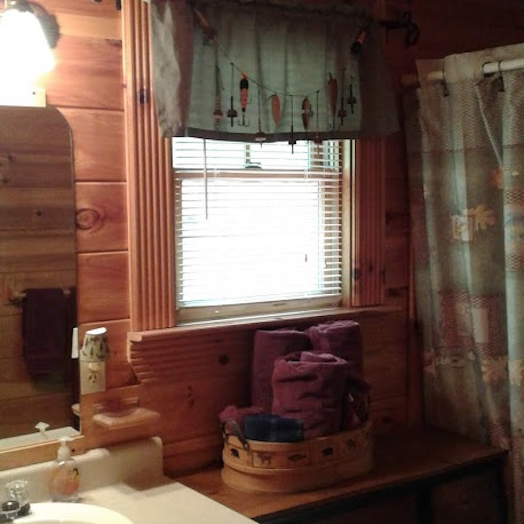 Great bathroom, full linens, soaps