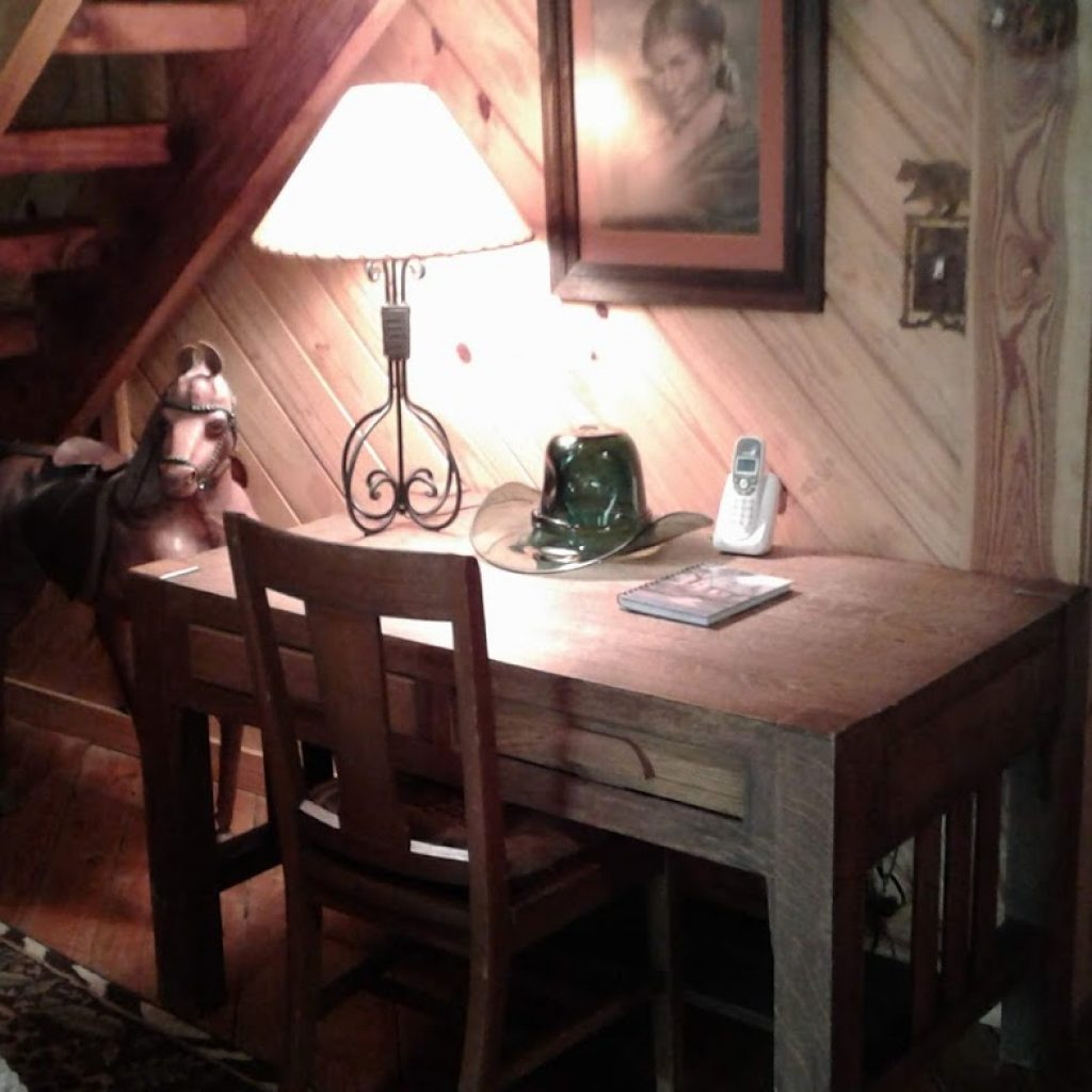 Writing desk for memoirs