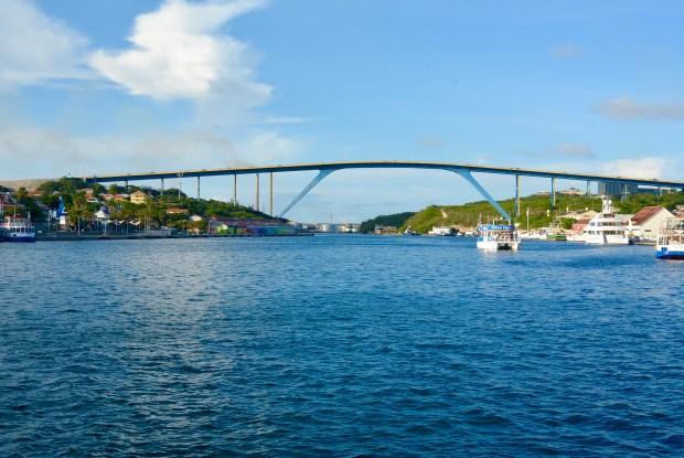 Queen Julianna Bridge, Curacao