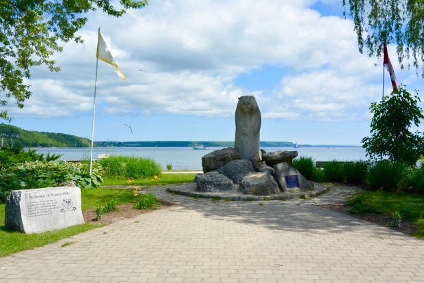 Wiarton Willie Statue