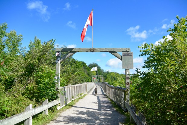 Menesetung Bridge