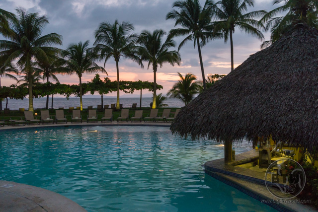 A pool and pool-side bar at the Doubletree Resort in Puntarenas, Costa Rica | BIG tiny World Travel