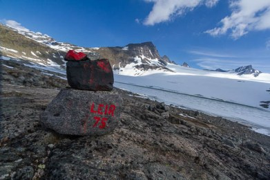 The trail marker, denoting the end of the trail at the Leir glacier in Norway | LotsaSmiles Photography