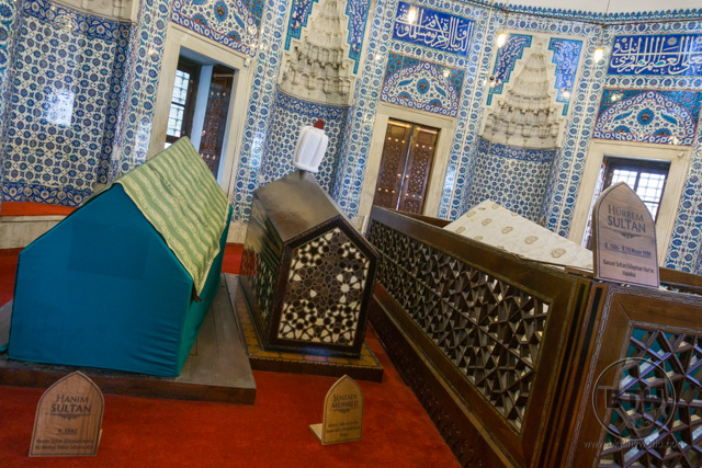 Tombs inside Suleymaniye Mosque