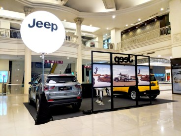 Giant Tripod Balloon Stand for JEEP