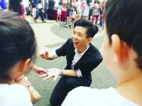 Professional Roving Magician Singapore