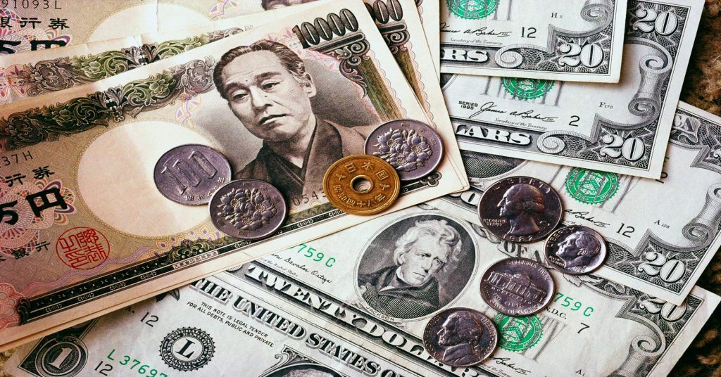 Counting Money And Numbers In Japan - Ratio Of Yen To US Dollars